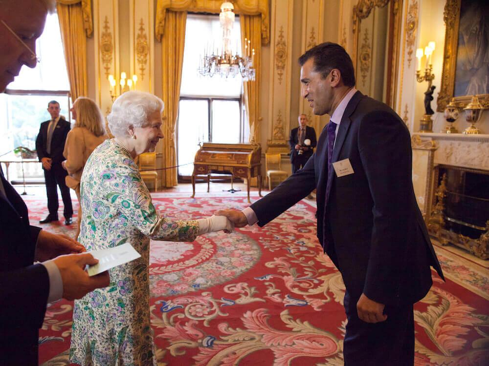 SelectScience founder Arif Butt meets Queen Elizabeth II.